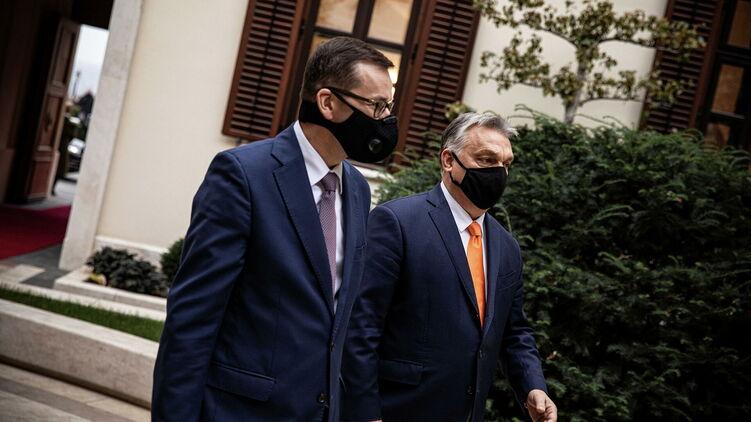 Венгерский премьер Орбан (справа) и его польский коллега Моравецкий поставили ультиматум ЕС. Фото: РИА-новости