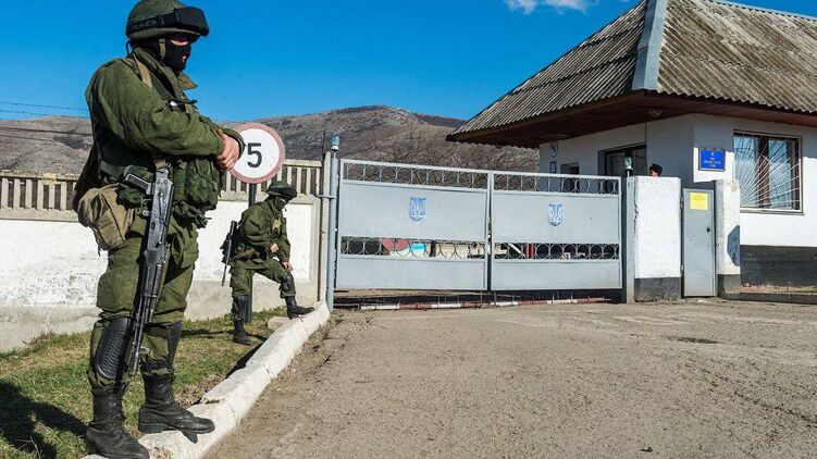 Бывшая украинская воинская часть в Перевальном, рядом с которой взорвали газопровод. Фото 2014 года