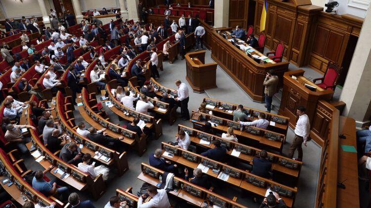 Верховная Рада приняла окончательно закон об олигархах. Фото