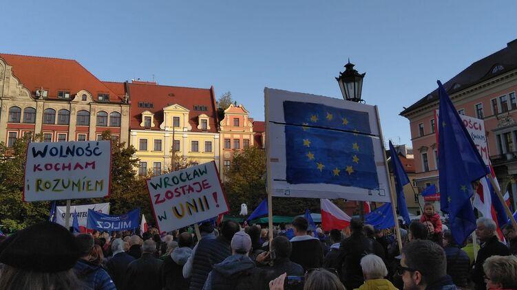 В Польше оппозиция вывела на улицы противников выхода из ЕС, но протест не стал массовым. Фото: Facebook