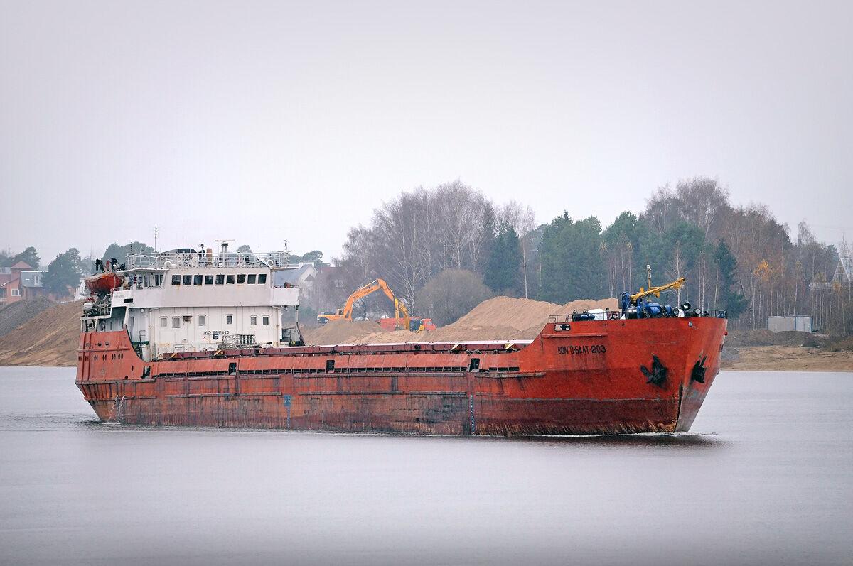 Многие моряки нанимаются на морально устаревшие Волго-Балты. Фото: Водный транспорт